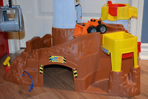 Grotte Fisher Price et grue avec camion