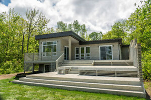GRAND LAKE: Contemporary Waterfront Home