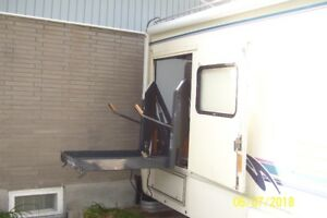 FORD E350 -  - WHEELCHAIR ADAPTED
