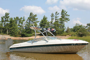 21' Freshwater Chris-Craft V-8 bowrider with Wakeboard Tower