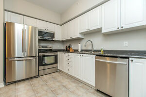 BACHELOR UNIT AT MANHATTAN CONDOS - AVAIL FEB 1ST
