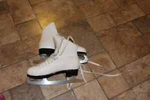 SKATES - women's and girls adjustables - awesome, like new