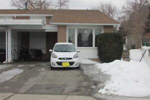 Spacious Semi-Detached Home In Clarkson, Mississauga!