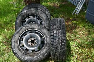 4 pneus toyo observer 195 65R15 pneu d'hiver