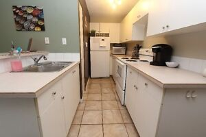 1 Bed, 1 Bath Close to Downtown Top Floor Unit
