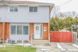 What a Beauty! 3 Bedroom Semi in Excellent North End Location!