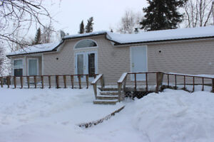 Like New Beautiful Spacious Mobile Home with Decking.