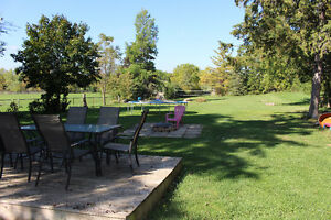 ~Country Living on Huge Lot~ Cambridge Kitchener Area image 3