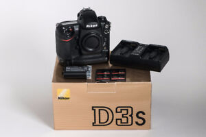 Nikon D3s Body (inc. 2 batteries, 4x 32GB CF cards, etc.)