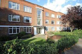 3 bedroom flat in Argyle Road, West Ealing, W13