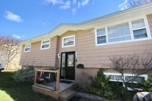 **UPDATED COLE HARBOUR HOME W/DETACHED GARAGE!!**