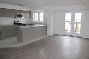 **2 BDRM MODERN TOWNHOME AVAILABLE DEC 1**