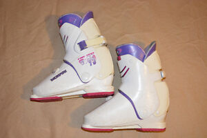 Used Ladies R95 Munari Ski Boots, Size 7 (US) - REDUCED PRICE