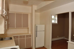 ONE BEDROOM ALL IN $725.00 AVAILABLE DECEMBER 1ST. Cornwall Ontario image 3