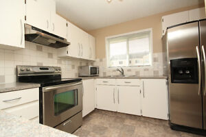 PET? Renovated Townhouse! FENCED YARD. Wow! HUGE Kitchen!!