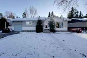 LOVELY BUNGALOW ON LARGE LOT IN SHERWOOD PARK!