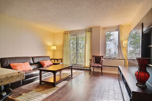 Fully renovated 1 bedroom condo. Great investment!