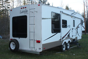 30 Foot Laredo dual picture window double slide fifth wheel
