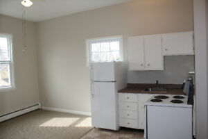 "Spacious 1 bedroom- ""Flower Streets"" area of Old Dartmouth"