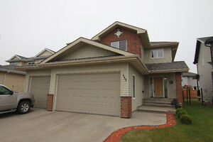 Fully Finished 2 Storey with TRIPLE GARAGE in North Ridge