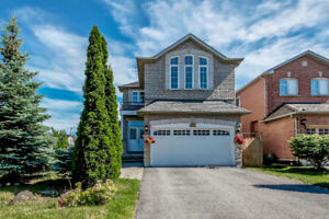 4+1 BEDROOMS DETACHED HOUSE IN RICHMOND HILL!
