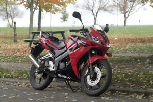 04' Honda CBR 125R - Low KMS, beginners bike, great condition!