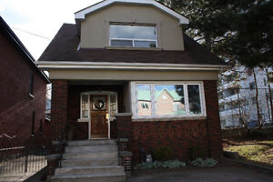 VIEWINGS TODAY: 1-3 pm: Modern 3 Bdrm House - DOWNTOWN HAMILTON