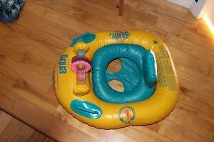 Couche de piscine et bouée pour petit