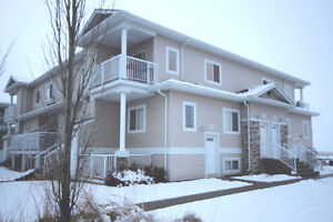 Beautiful 2 Bdrm Condo with New Flooring & Paint