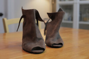 Nine West peep toe booties - size 10