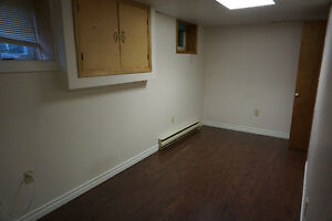 3 Bedrooms Basement Apartment - $400/Room, Utilities Included