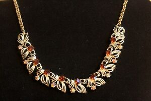 Ladies Vintage Necklace and Clip Earrings. London Ontario image 3