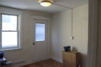 Spacious One Bedroom on Concession