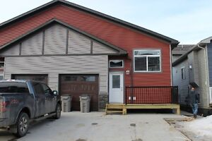 A MUST SEE PROPERTY!! 2 bed, 2 bath w/ GARAGE in Westgate!!