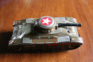 BULLDOG TIN TOY ARMY TANK 1950's