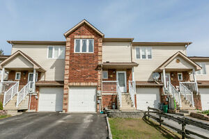 Beautiful 3 bedroom townhome in quiet Angus neighbourhood!