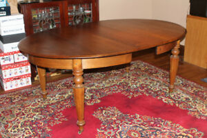 Beautiful Antique Walnut Dining Room Table