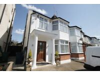 4 bedroom house in Dollis Road, Mill Hill, NW7