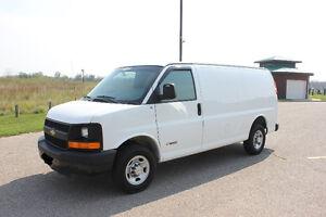2004 Chevrolet Express cargo van Minivan, Van