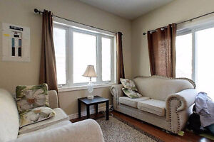 334 KING - 1/5 ROOMS IN ALL-FEMALE SUITE (WINTER 2017 SUBLET) Kitchener / Waterloo Kitchener Area image 1