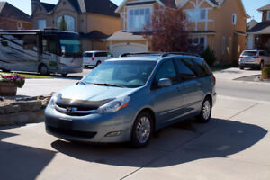 2007 Toyota Sienna Limited: all possible options, rare find
