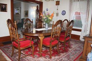Mobilier de salle à manger Vilas, en excellente condition