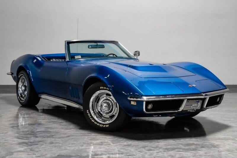 1968 Blue Chevrolet Corvette     C3 Corvette Photo 2