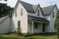 Four Bedroom Farm House on One Acre - Barrhaven