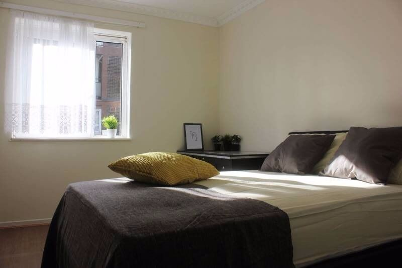 Accomodation in E14 - Couples Welcome - Bills Inc