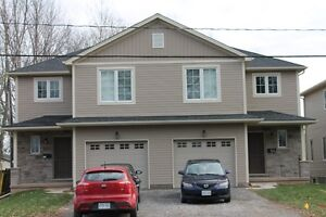 NIAGARA COLLEGE - NEW HOUSE - WELLAND - ONLY 3 ROOMS LEFT!