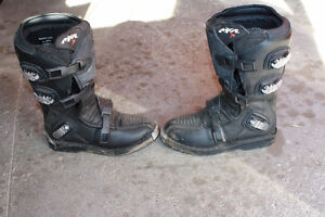 size 6 dirtbike boots London Ontario image 2