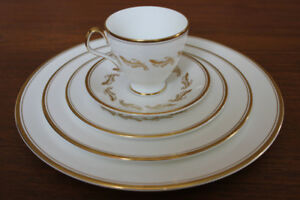 "Royal Albert fine china ""Symphony"" 5 piece setting, 12 settings"