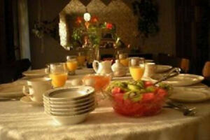 """""""Triple Room with B'fast''  Daily - Welland"""