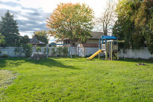 GREAT LASALLE HOME LOCATED ON A LARGE LOT ACROSS FROM A PARK~ Windsor Region Ontario image 14